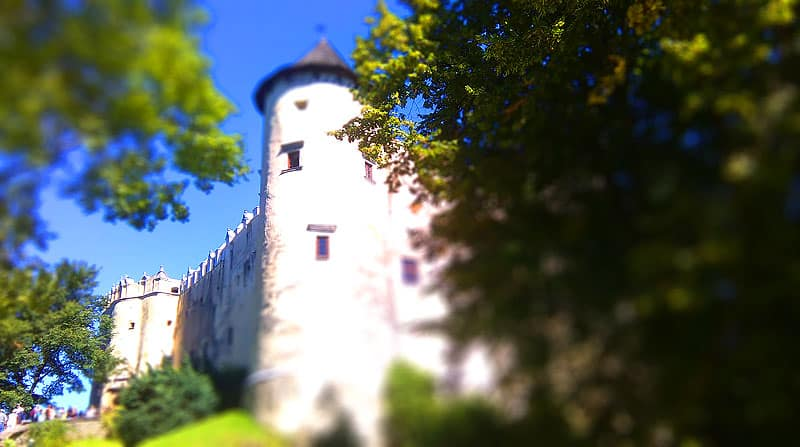 Podzamcze zamku Niedzica - słoneczna pogoda