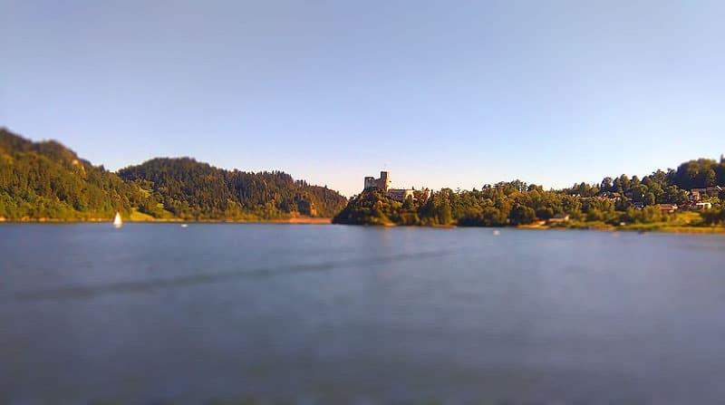 Widok z barki Dunajec na zamek Niedzica zachód słońca