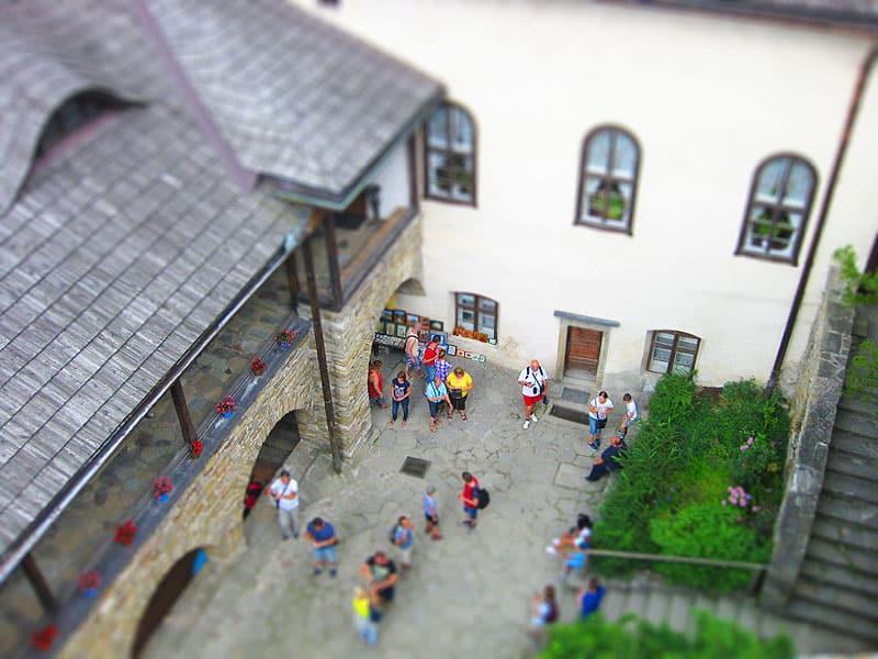 Dziedziniec zamku Niedzica lub Dunajec