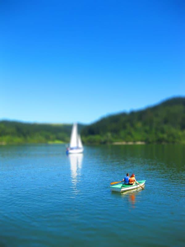 Sporty wodne na jeziorze Czorsztyńskim - łódka, jacht