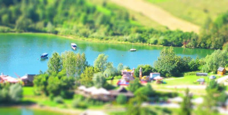 Zatoka z łodziami nad jeziorem Czorsztyńskim
