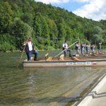 Flisacy przed wypłynięciem na Dunajec ustawiają się w rzędzie