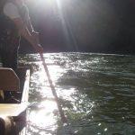 Flisak odpycha się od dna DUnajca na leniwym Dunajcu