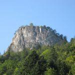 Piekna pogoda w górach Pieninach - widok na skały z przełu Dunajca