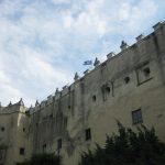 Widk na mury obronne zamku Niedzica, flaga zamkowa powiea na murach