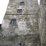 Widok na mury Zamku Niedzica podczas zwiedzania