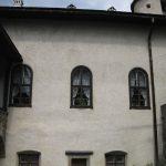 widok na okna komnat zamku