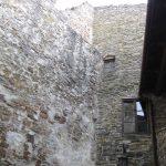 zwiedzanie zamku i widok na klatkę schodową od dziedzińca