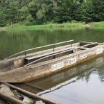Tratwa przygotowana do przeprawy przez Dunajec